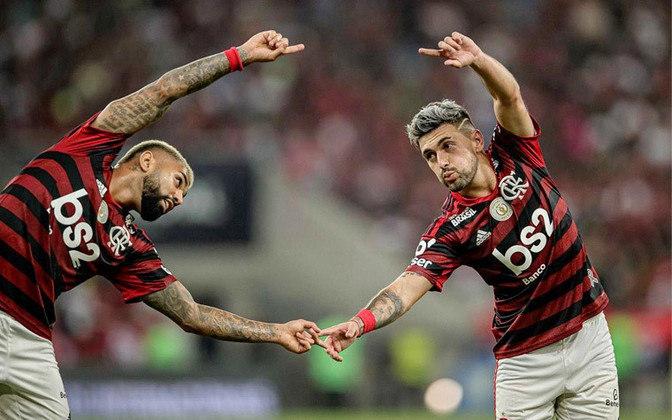 Ao entrarem em campo neste domingo, contra o Corinthians, Gabriel Barbosa e Arrascaeta alcançarão os 100º jogos pelo Flamengo. Confira nesta galeria as partidas já feitas pelos jogadores do atual elenco com o Manto!