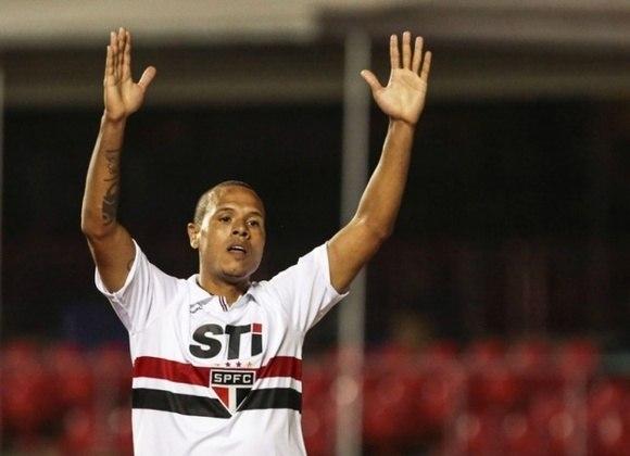 Ao todo, pelo São Paulo, Luís Fabiano jogou 347 vezes, marcando 210 gols.
