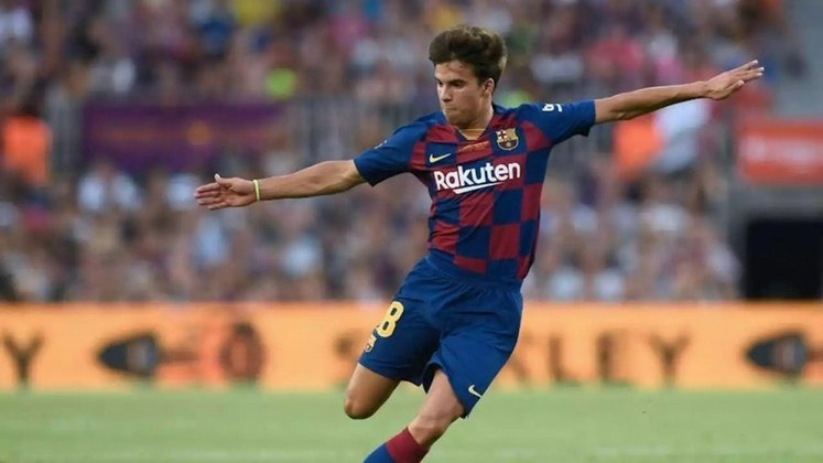 Aos 21 anos, o jovem meia espanhol Riqui Puig não deixou boa impressão nos treinos