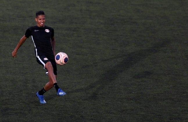 Aos 21 anos, o lateral-direito Weverton foi contratado pelo Red Bull Bragantino depois de uma passagem pelo Cruzeiro. Ficou conhecido por dar uma caneta em Neymar durante um treinamento da Seleção Brasileira. Tem contrato até o final de 2024.
