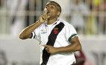 Aos 41 anos, Romário acumulou as funções de jogador e técnico no Vasco, em 2007.