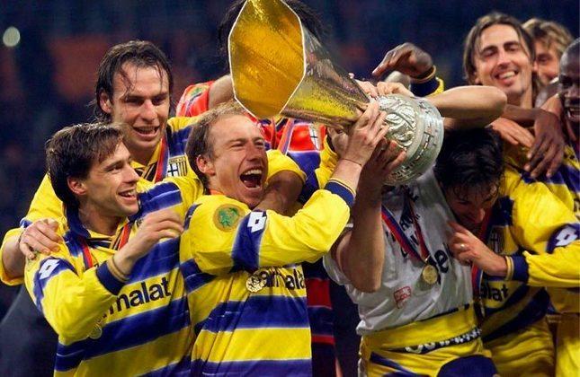 Aos 43 anos, Buffon confirmou sua volta ao Parma, time que o revelou para o futebol. Com a volta do goleiro, o LANCE! montou uma galeria para relembrar os craques do Parma da temporada 1998-1999, que além de encantar o mundo, conquistou a Copa Uefa e a Coppa Italia, e mostrar aonde eles estão atualmente. Confira!