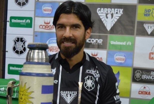 Aos 43 anos de idade, Loco Abreu é ídolo da torcida do Nacional (URU) e Botafogo.