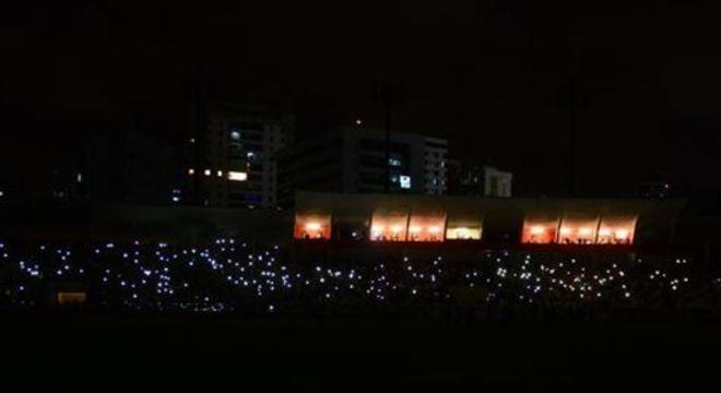 Apagão aconteceu logo após o término do hino nacional; duelo ante a Venezuela deveria ter começado às 21h30