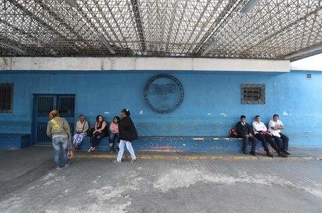 Metrô parou em Caracas e as pessoas ficaram a pé
