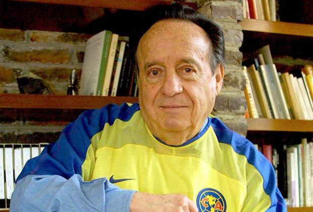 Apaixonado por futebol e criador da série, Roberto Gomes Bolaños, interprete de Chaves, torcia pelo América, do México. Na série, Chaves é Monterrey (Corinthians, na tradução).