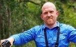 Em postagem no Facebook,Stuart McKenzie disse ter capturado a enorme serpente em uma escola deSunshine Coast