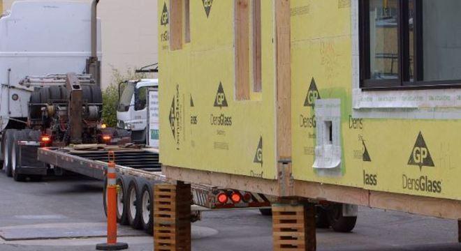 O transporte de cada modulo pode ser feito de caminhão e até de trem ou de barco