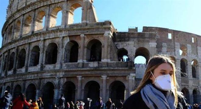 Apenas cerca de 300 pessoas reservaram seus ingressos on-line, muito longe das 20.000 que costumam lotar diariamente o Anfiteatro Flaviano (da dinastia Flaviana), de quase 2.000 anos de antiguidade.