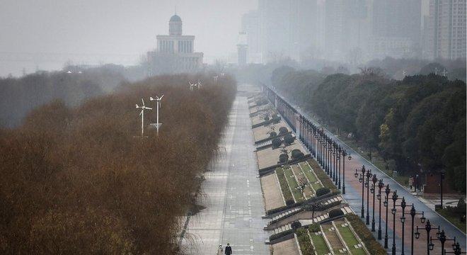 Epicentro do surto de coronavírus, Wuhan tem ruas desertas