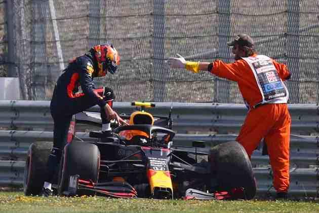 Apesar da pancada, o piloto da Red Bull saiu sem ferimentos
