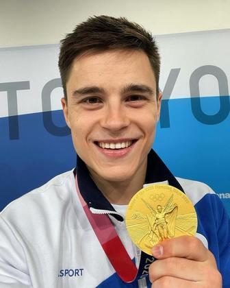 Apesar de ter conquistado a medalha de bronze na ginástica individual, o russo Nikita Nagornyy bombou nas redes sociais por outra coisa. O atleta teve sua beleza elogiada pelos fãs.