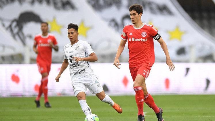 Apesar do alto número de desfalques, o Santos conseguiu vencer o Internacional em casa com os meninos da Vila decidindo para o Peixe, tanto na defesa como no ataque.