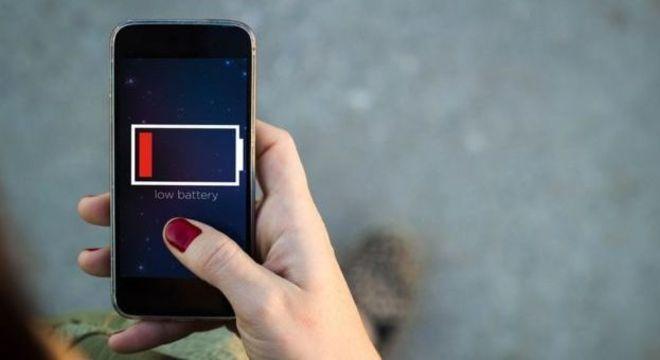 Quem nunca ficou sem bateria quando mais precisava usar o celular?
