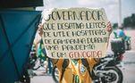 Em Brasília, manifestantes criticam governadores estaduais pela gestão durante a pandemia de covid-19