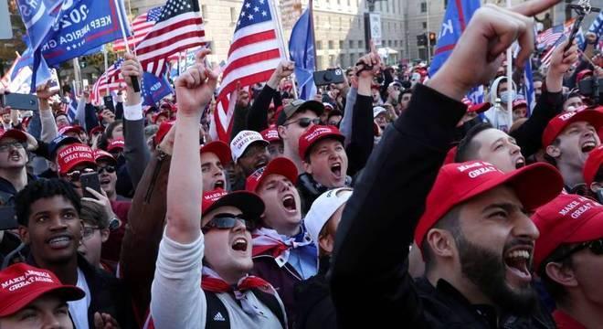 Apoiadores do presidente Donald Trump se reúnem em Washington