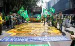Apoiadores do presidente Jair Bolsonaro na Avenida Paulista, em SP, pedem fechamento do congresso