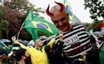 Apoiadores do presidente Jair Bolsonaro na Avenida Paulista, em SP, atacam o ministro do STF, Alexandre de Moraes