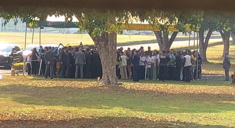 Apoiadores do presidente no 'cercadinho' do Palácio da Alvorada