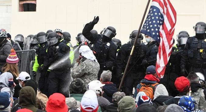 Manifestantes atacaram o Congresso dos EUA na tarde desta quarta