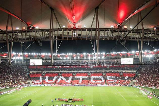Apoio da torcida no Maracanã - A pandemia fez o Flamengo perder seu principal jogador: a torcida. Em 2019, o Flamengo começou a administrar o Maracanã, e, sempre com sua torcida lotando o estádio, fez dele uma nova forma de arrecadar dinheiro. Só com bilheteria, a receita líquida rubro-negra foi de mais de R$ 40 milhões, sem contar as vendas dos bares. Com o apoio da nação, o Rubro-Negro teve um incrível saldo de 17 vitórias e dois empates em todo o Brasileirão de 2019