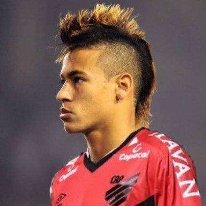 Apoio na web: Neymar de moicano vestindo a camisa do Athletico Paranaense