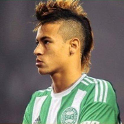 Apoio na web: Neymar de moicano vestindo a camisa do Coritiba