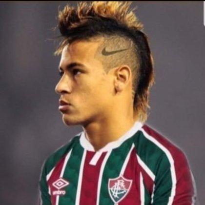 Apoio na web: Neymar de moicano vestindo a camisa do Fluminense