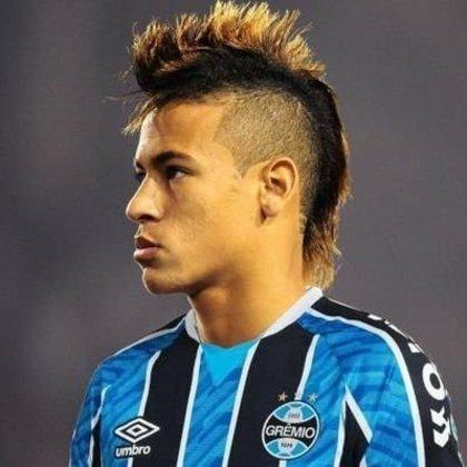 Apoio na web: Neymar de moicano vestindo a camisa do Grêmio