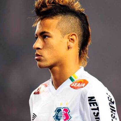 Apoio na web: Neymar de moicano vestindo a camisa do Santa Cruz