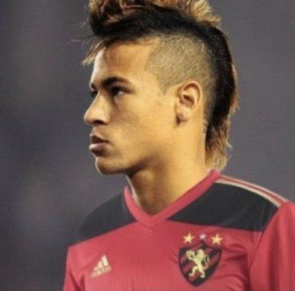 Apoio na web: Neymar de moicano vestindo a camisa do Sport