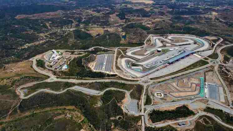 Após 24 anos de ausência, a Fórmula 1 realiza um GP em Portugal. O autódromo do Algarve recebe a categoria. Nesta galeria, separamos alguns dos momentos mais marcantes da F1 no país