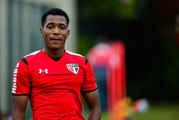 Após a saída de Osorio para a Seleção mexicana, não teve tantas oportunidades com Doriva, Milton Cruz, e Edgardo Bauza. Em junho de 2016, seu contrato de empréstimo foi rescindido e voltou ao Toluca. Com a camisa do São Paulo, disputou 13 partidas e anotou um gol, logo na estreia.
