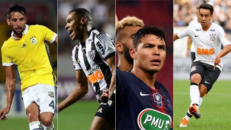 Após a saída do lateral Rafinha, o Flamengo fechou com o chileno Maurício Isla. Com isso, aqui uma lista com jogadores com passagem por seleções que estão sem clube e caberiam no seu time. As informações sobre os contratos têm como base o site 'Transfermarkt'