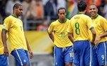 Após a temporada de 2005/2006, Ronaldinho teve uma participação discreta na Copa do Mundo da Alemanha. O quarteto mágico formado pelo camisa 10, Kaka, Ronaldo e Adriano foi criticado e visto como uma das seleções que mais decepcionou pelo potencial que tinha.