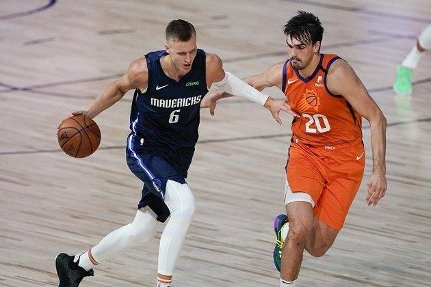 Após anotar 39 pontos na derrota para o Houston Rockets na última sexta-feira, o ala-pivô Kristaps Porzingis colaborou com 30 pontos e oito rebotes diante do Phoenix Suns. Porzingis bloqueou quatro arremessos e acertou duas cestas de três em cinco tentativas, mas não conseguiu evitar nova derrota