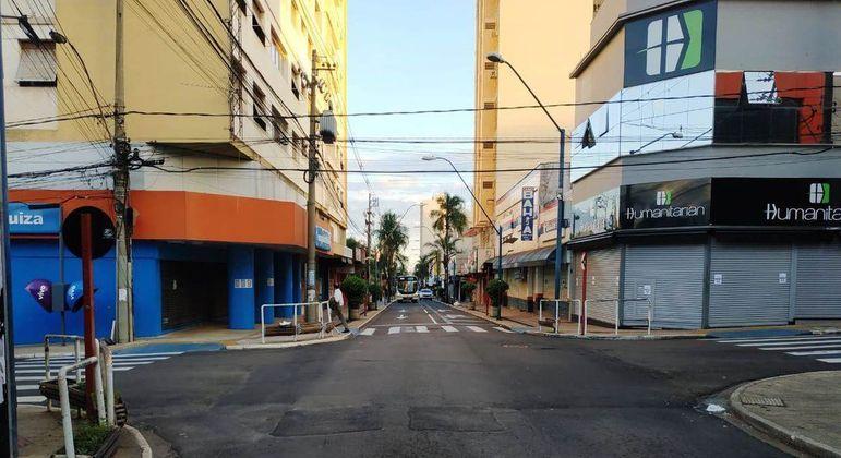 Após aumento de casos de covid, Araraquara (SP) decreta novo lockdown