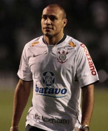 Após brilhar com a camisa da Portuguesa, notabilizando-se por fazer muitos gols, o atacante Edno chegou ao Timão em 2009. Não correspondeu, marcando apenas duas vezes em 26 duelos.
