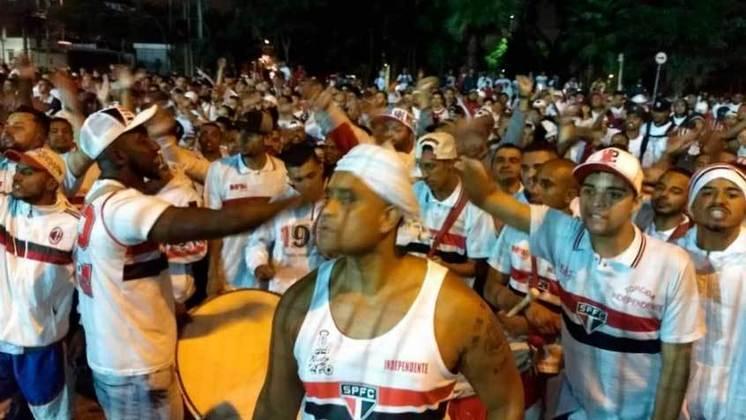 Após eliminação antes da fase de grupos da Libertadores, torcedores do São Paulo cantaram 'Boi do Piauí, agora eu quero ver pra sair do Morumbi' (14/02/19)