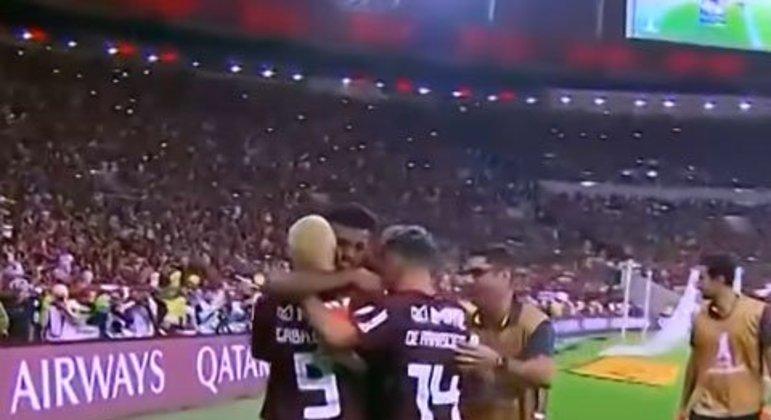 Após empatar na Arena do Grêmio por 1 a 1 no jogo de ida, o Flamengo atropelou o Tricolor Gaúcho no Maracanã e goleou por 5 a 0, conquistando a vaga na final. A partida está fresca na memória dos torcedores rubro-negros.