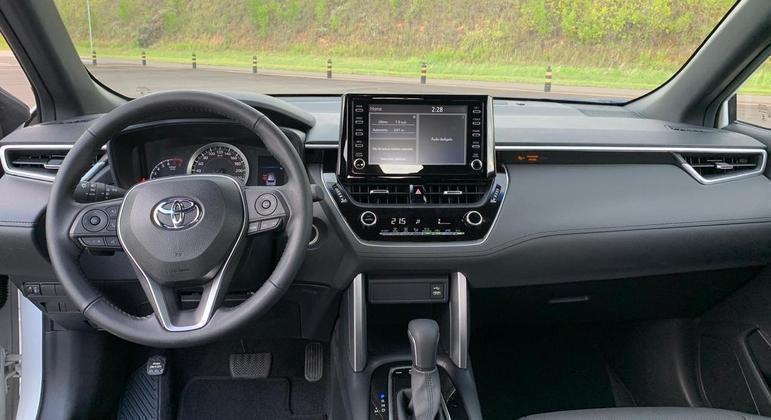 """Modelo tem central multimídia Toyota Play com tela sensível ao toque de 8"""""""