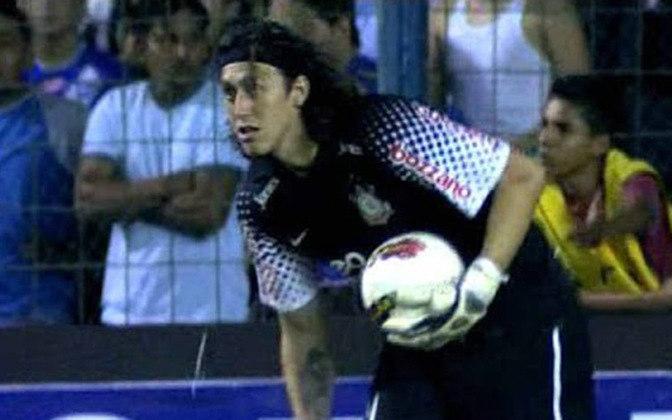 Após falha de Júlio César, Tite escolheu o então camisa 24 para ser o goleiro titular do time no mata-mata da Libertadores 2012.