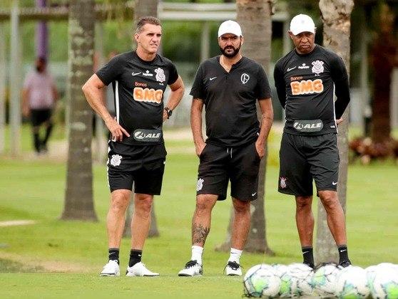 Após folga no dia seguinte da vitória por 2 a 1 sobre o Ceará, o Corinthians se reapresentou nesta sexta-feira com novidades, como a volta de Lucas Piton, a presença de jogadores do sub-23 e do técnico Danilo, além de Jemerson no campo. Confira as imagens do treino na galeria a seguir:
