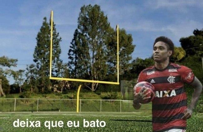 Após isolar bola do pênalti contra o São Paulo, Vitinho foi comparado com Roberto Baggio, kicker de futebol americano e fez corte de cabelo de Michael ganhar uma nova interpretação. Veja os memes! (Por Humor Esportivo)