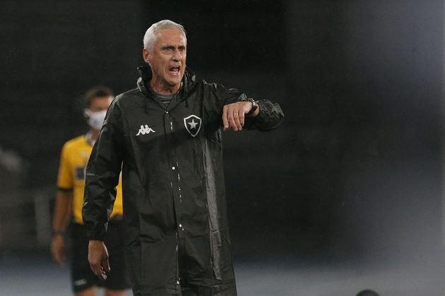 Após isto, iniciou-se uma dança de cadeiras nos treinadores do Botafogo, que passou a acumular resultados negativos. O primeiro, de forma interina, foi Flávio Tênius, o preparador de goleiros. O Alvinegro não teve nenhuma vitória sob o seu comando.