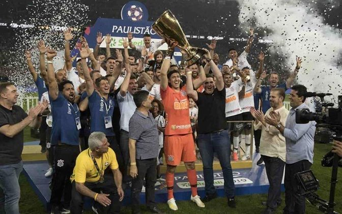 Após levantar a taça do Paulistão 2019 na Neo Química Arena, se tornou o segundo maior campeão do Corinthians, com nove títulos, um atrás de Marcelinho Carioca, que é o jogador com mais taças na história do clube.