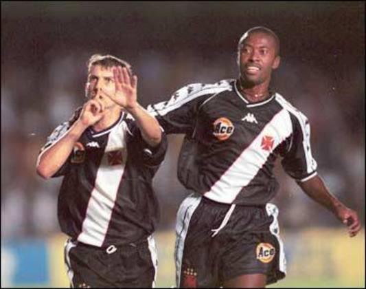 Após marcar o quinto gol da goleada em 2000, Pedrinho mandou a torcida do Flamengo ficar quieta