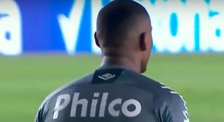 Após o 1 a 1 na Arena do Grêmio, o Santos aplicou 4 a 1 na Vila Belmiro, avançando às semifinais. Foi a segunda eliminação seguida do clube gaúcho com goleada.