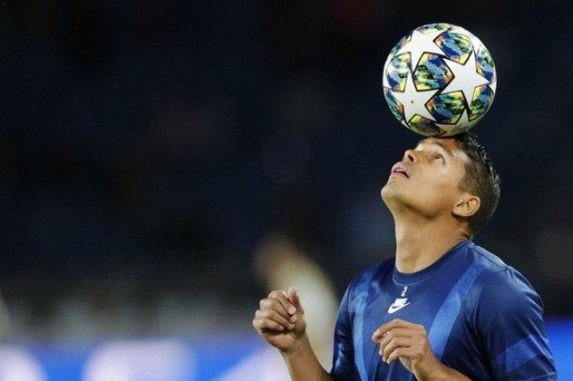 Após oito temporadas no Paris Saint-Germain, o zagueiro Thiago Silva não terá seu contrato renovado com o PSG. O jogador está de saída do clube, mesmo tendo pedido para permanecer no time parisiense. Mas Milan, Watford e Newcastle estão na lista de interessados no futuro do Monstro
