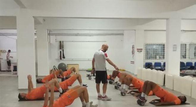 Após partida contra o Bahia, no sábado, o elenco principal da Cobra Coral realizou um trabalho físico visando recuperar o gás para o duelo da próxima quarta, contra o CRB